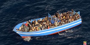 image refugiés bateau